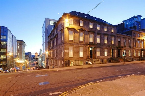 Glasgow City Centre or Merchant City apartment stay