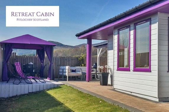 Luxury romantic cabin getaway with hot tub, Pitlochry