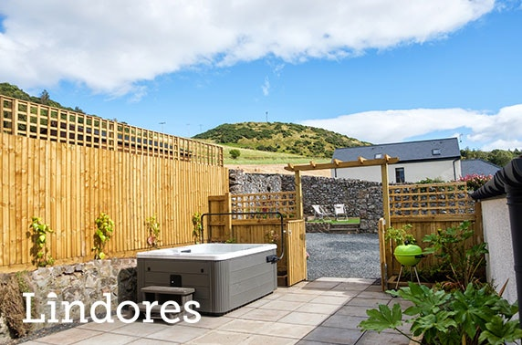 Self-catering hot tub getaway, Lindores