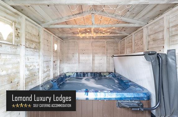 Dream Pod with private hot tub!