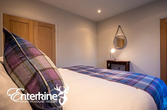 Ayrshire self-catering group stay with hot tub - from under £35pppn