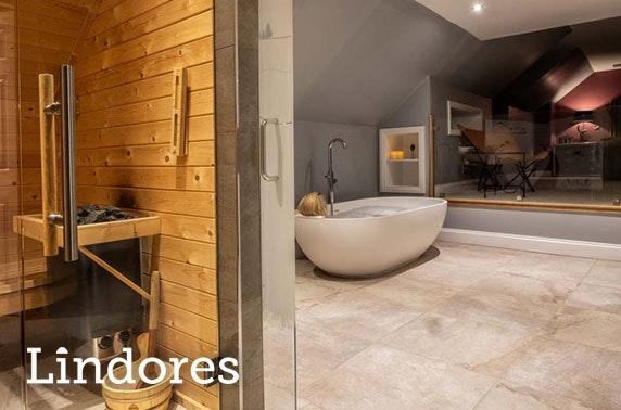Luxury hot tub getaway, Lindores
