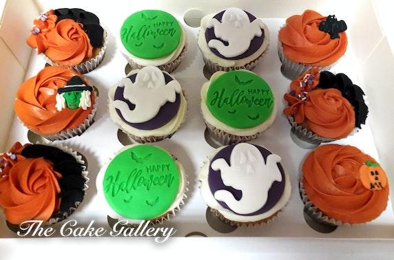 Halloween cupcakes or drip cake