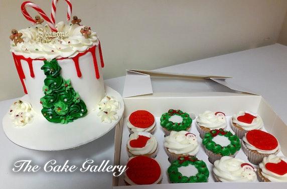 Christmas cupcakes or drip cake